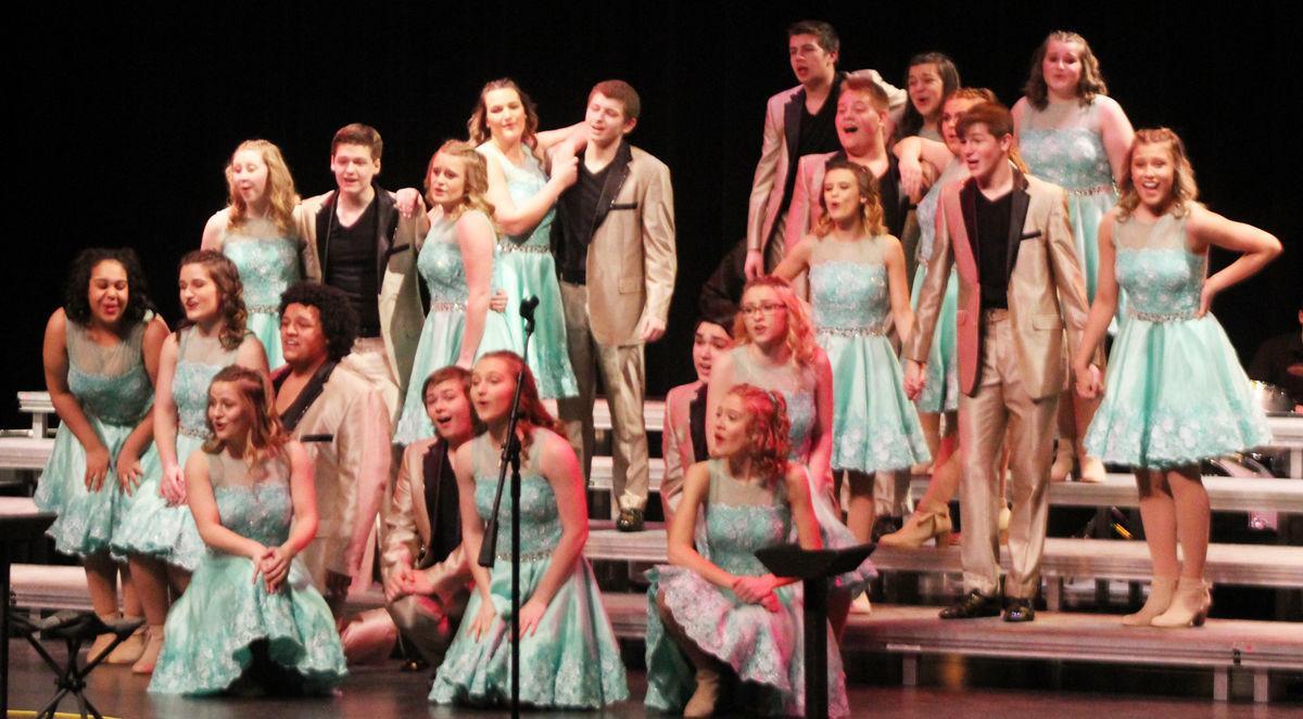 Plattsmouth show choir full group photo