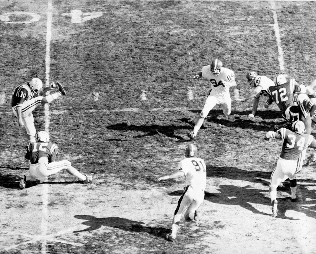 Paul Rogers kicks in the Sun Bowl 1969.jpg
