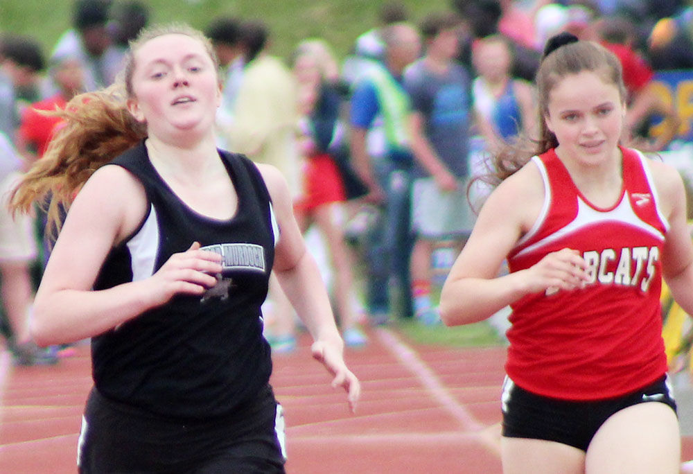 Elmwood-Murdock Lauren Justesen near finish of 400 meters