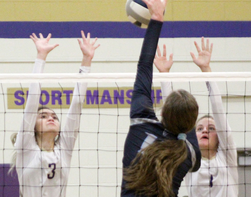 Jade Biesterfeld and Maddy Nolte at net