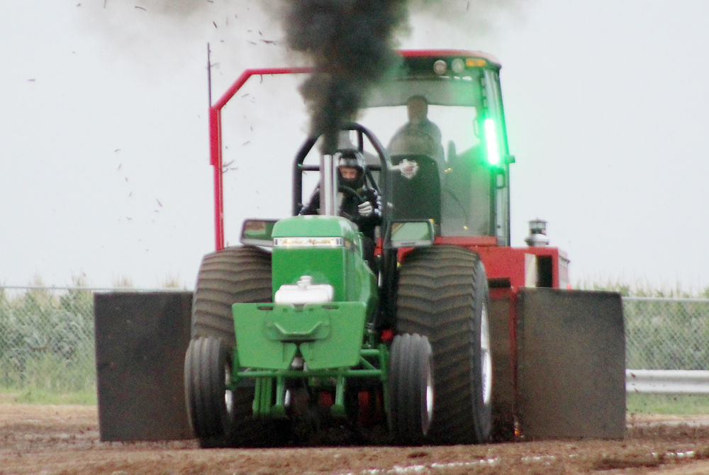 Tractor pull photo 1