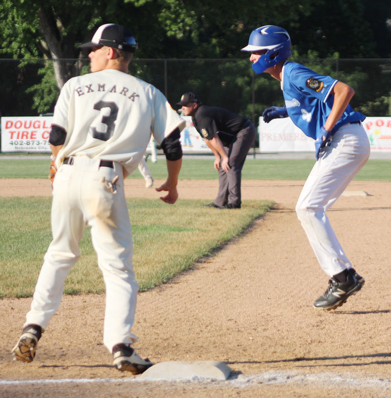 Zane Renner leads off first base in fifth inning