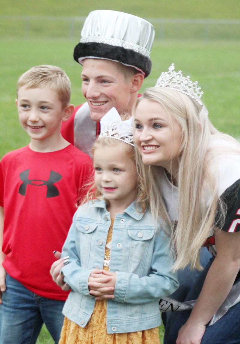 Avery Heath and Jessie Jordan with crownbearers
