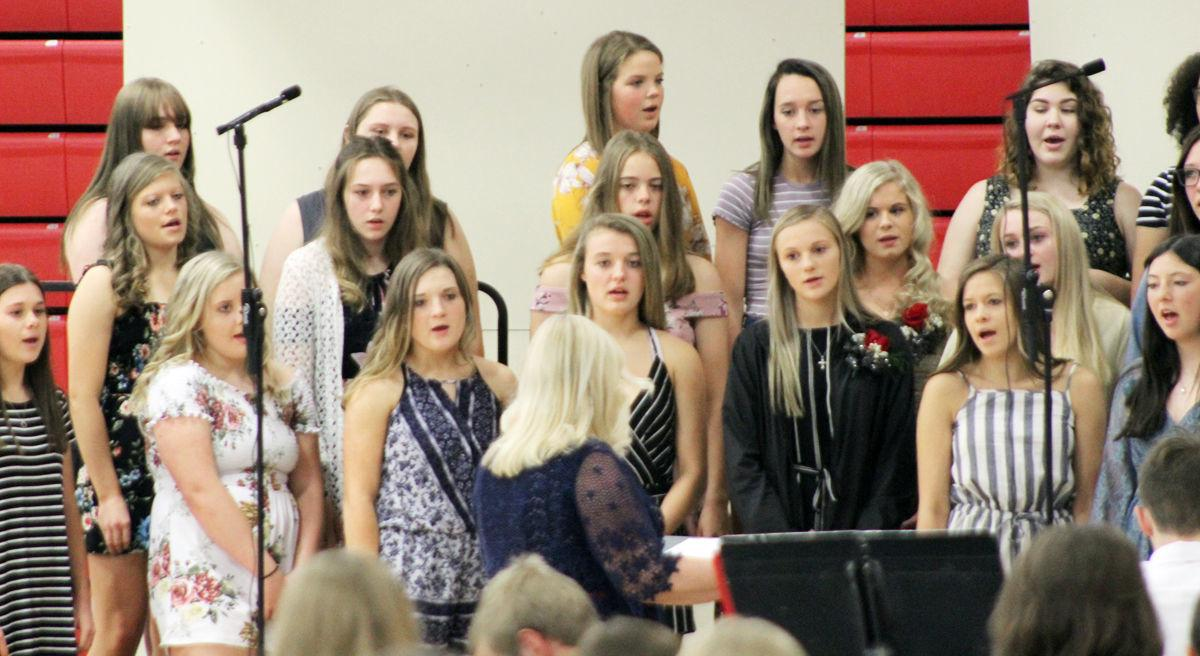 Weeping Water mixed chorus sings
