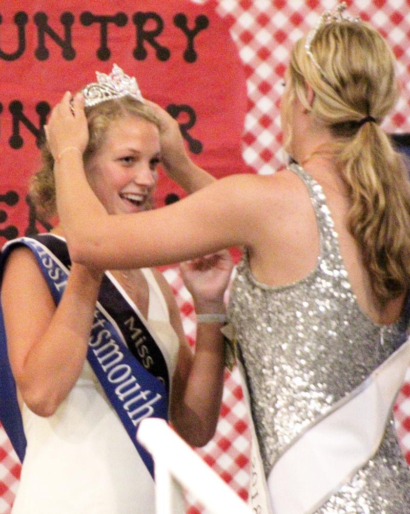 Sophia Svanda crowns Riley Fitzpatrick