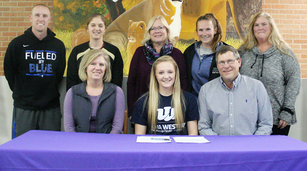 Julie Katz signs with IWCC softball