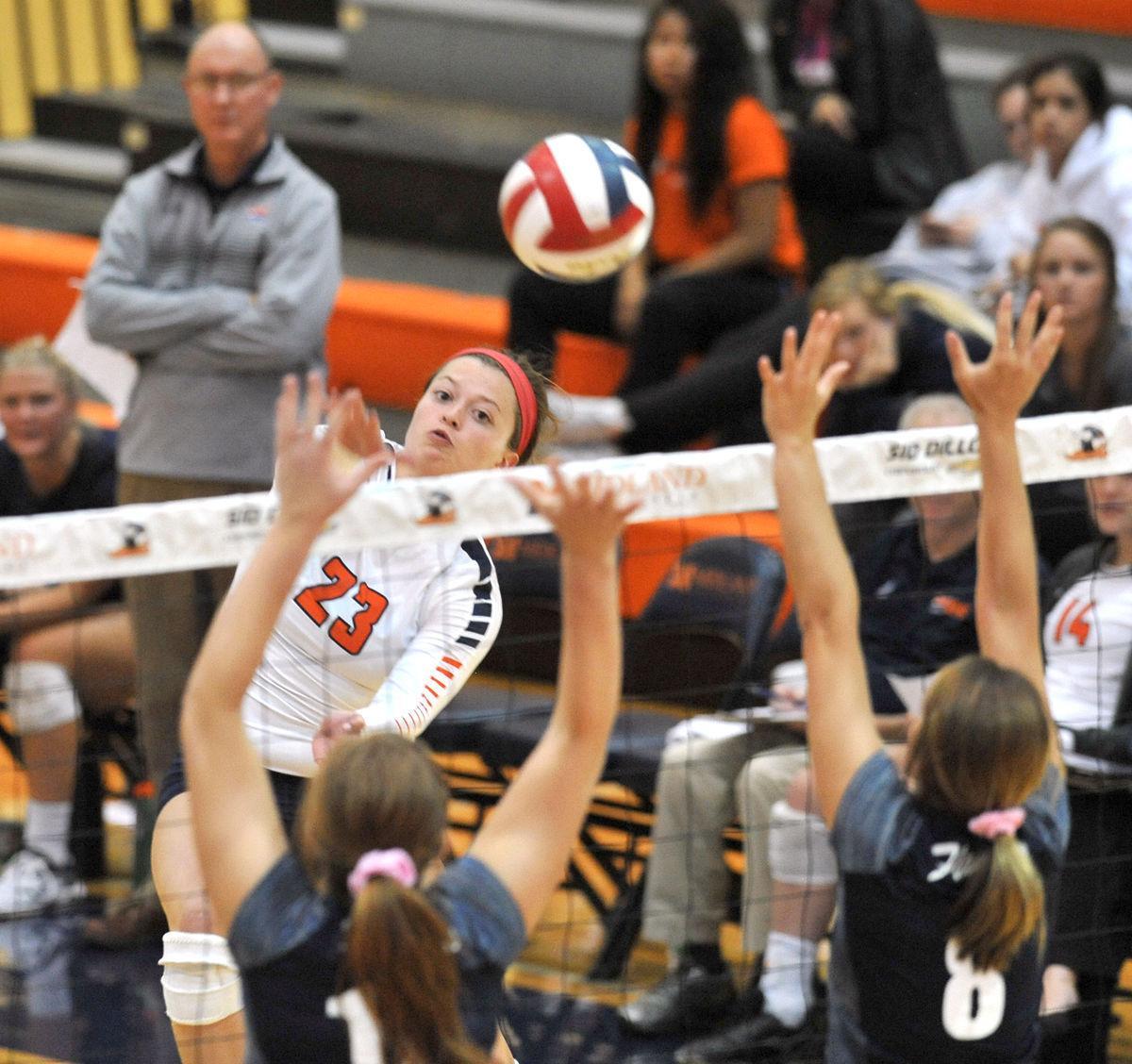 Photos: Midland volleyball vs. Saint Mary, 10.11.17