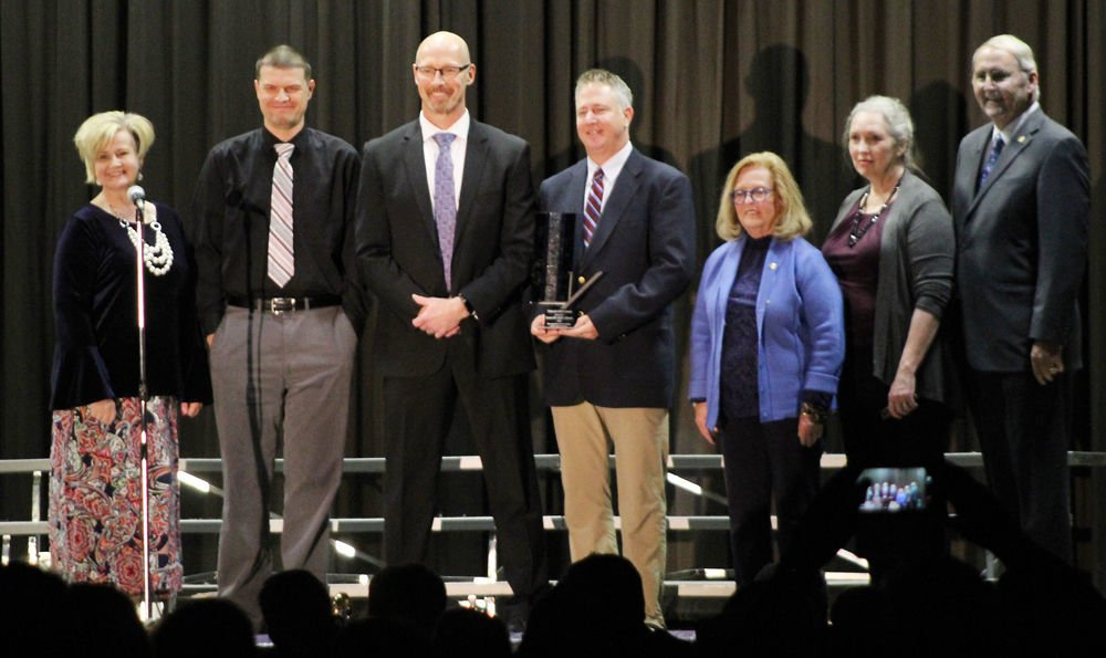Louisville receives state arts award on stage