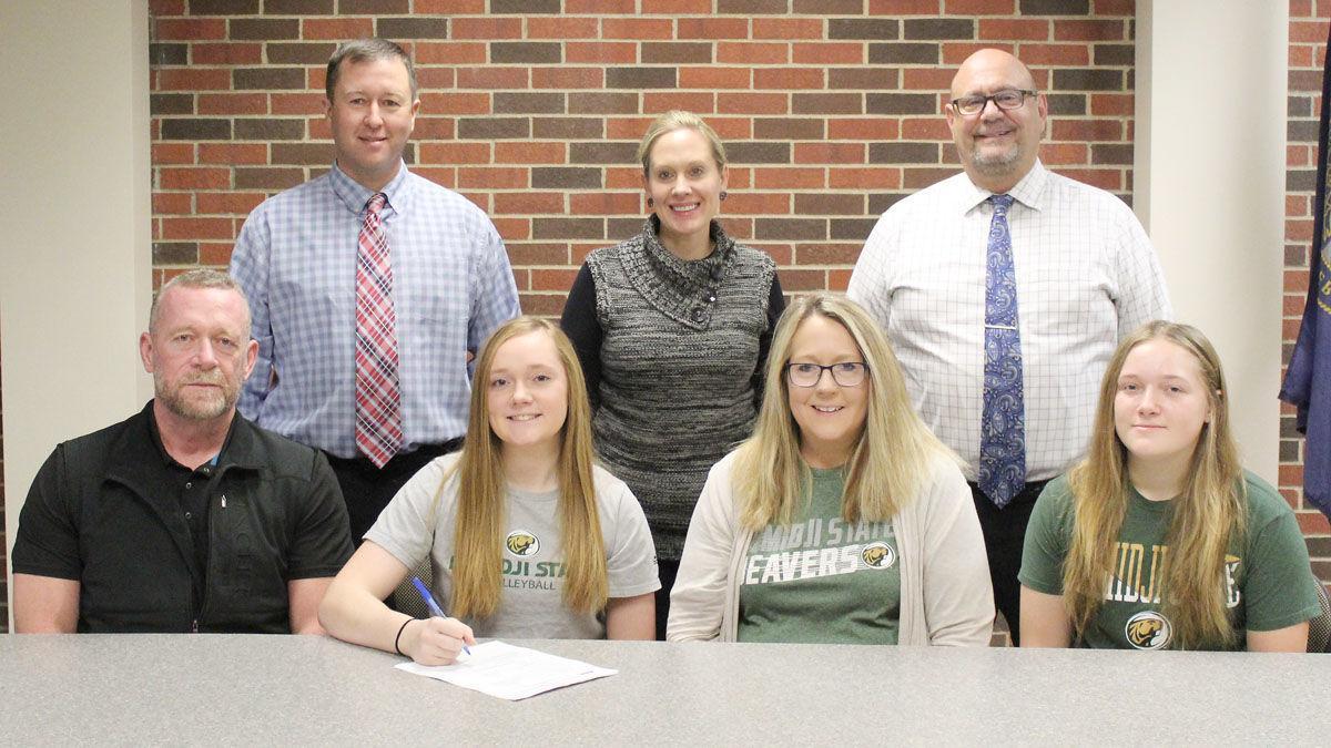 Lauren Justesen family and administrators at signing