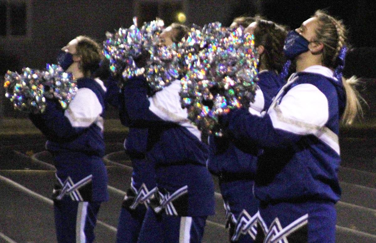 Plattsmouth cheerleaders photo 1