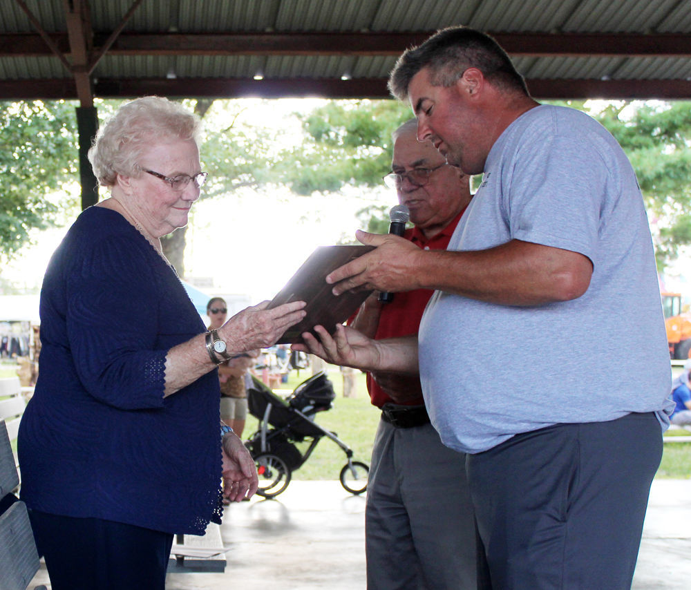 Phyllis Buell accepts award