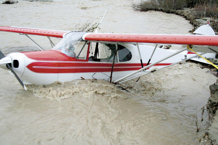 Helo pilot saves trio of hunters from Talkeetna River flooding