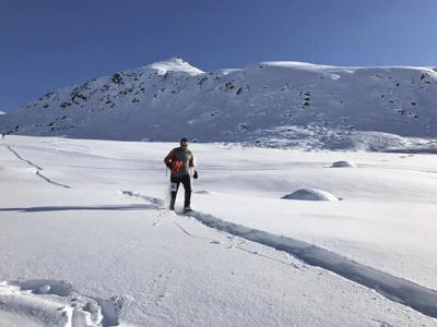 Snowshoe running Hatcher Pass