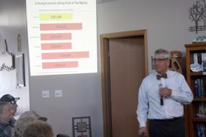 State economist speaks at Meadow Lakes community council meeting