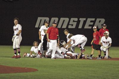 Muenster advances to state with 12-2, six-inning win over Bells