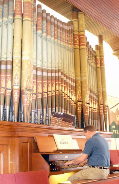 1-16 pipe organ.jpg