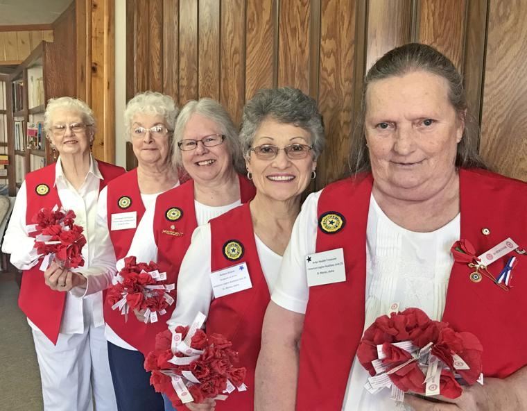 Auxiliary distributes poppies