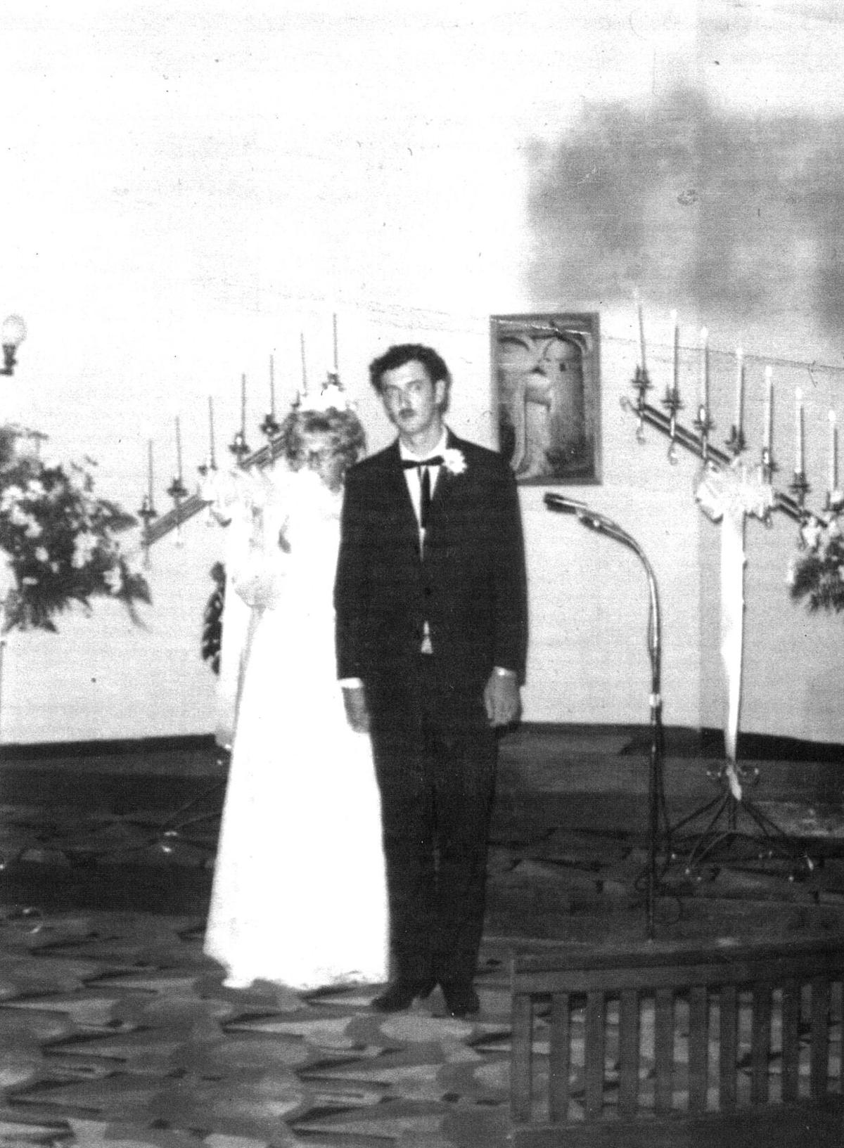 Mournings celebrate golden wedding anniversary