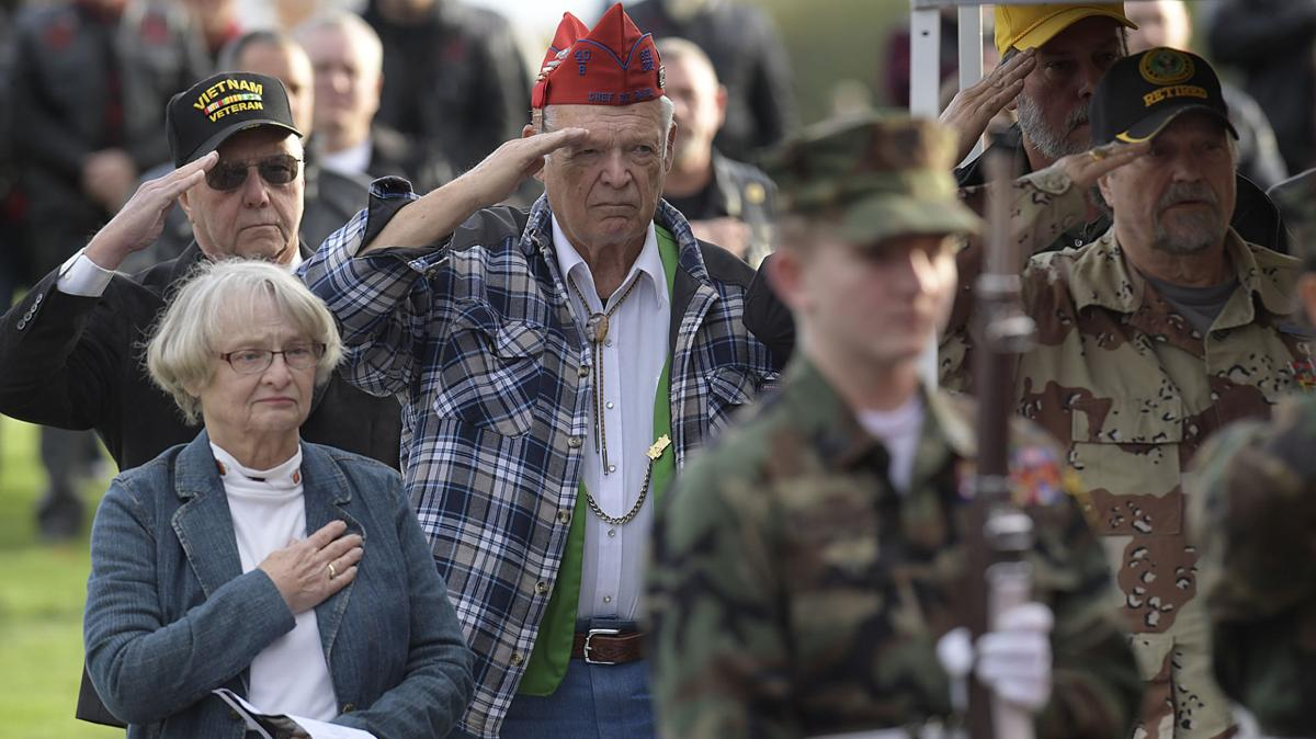 111112-adh-nws-Veterans Memoral01-my