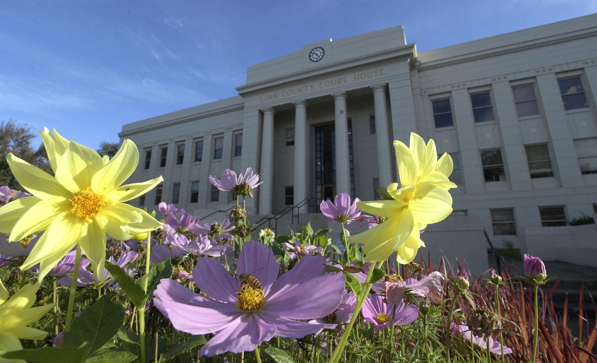 100820-adh-nws-Linn County Courthouse-my