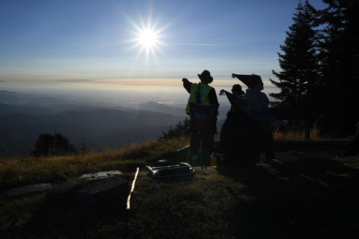 082217-cgt-nws-eclipse-marys-peak-0011.jpg