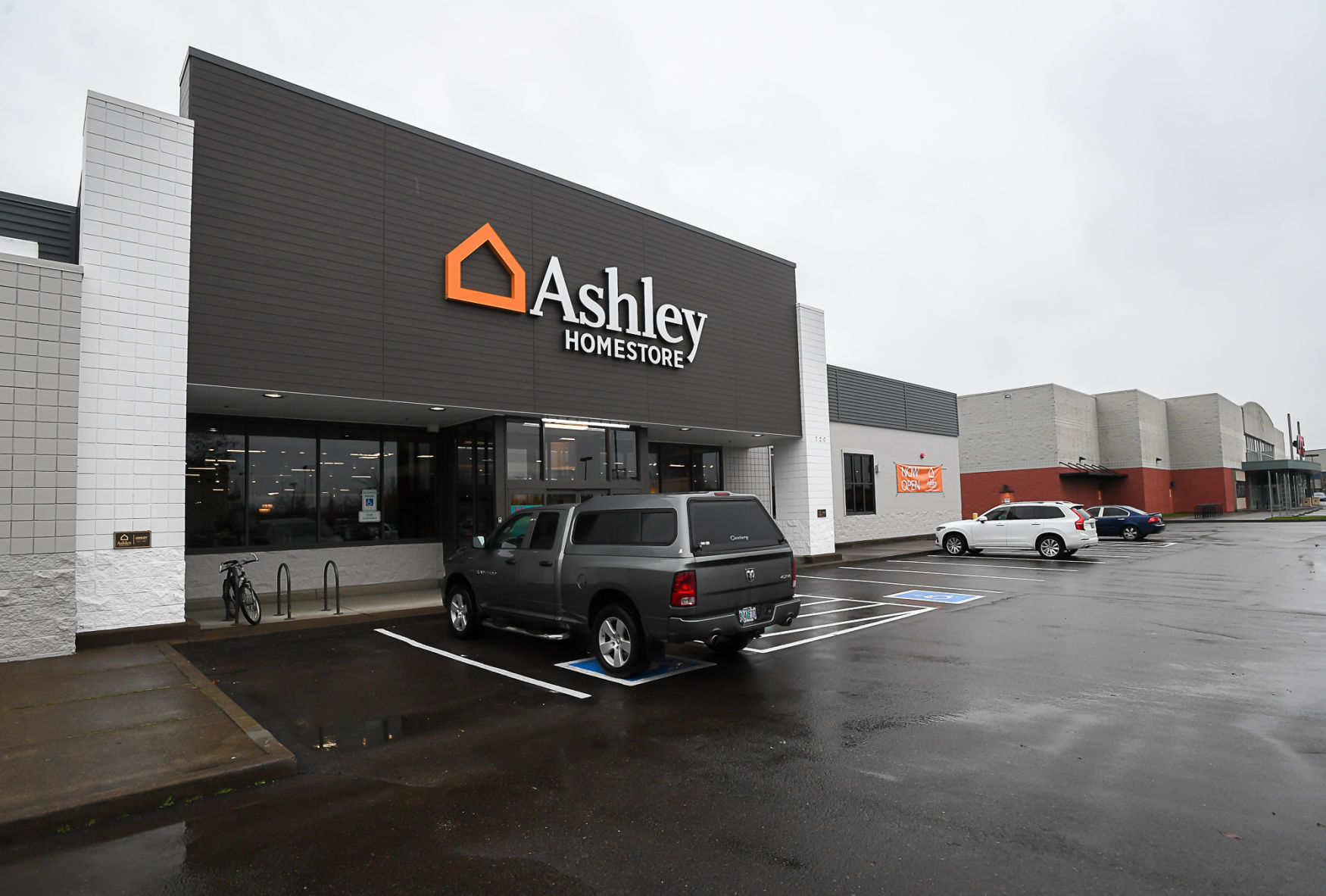 Ashley Homestore Opens In Corvallis Business Gazettetimes Com