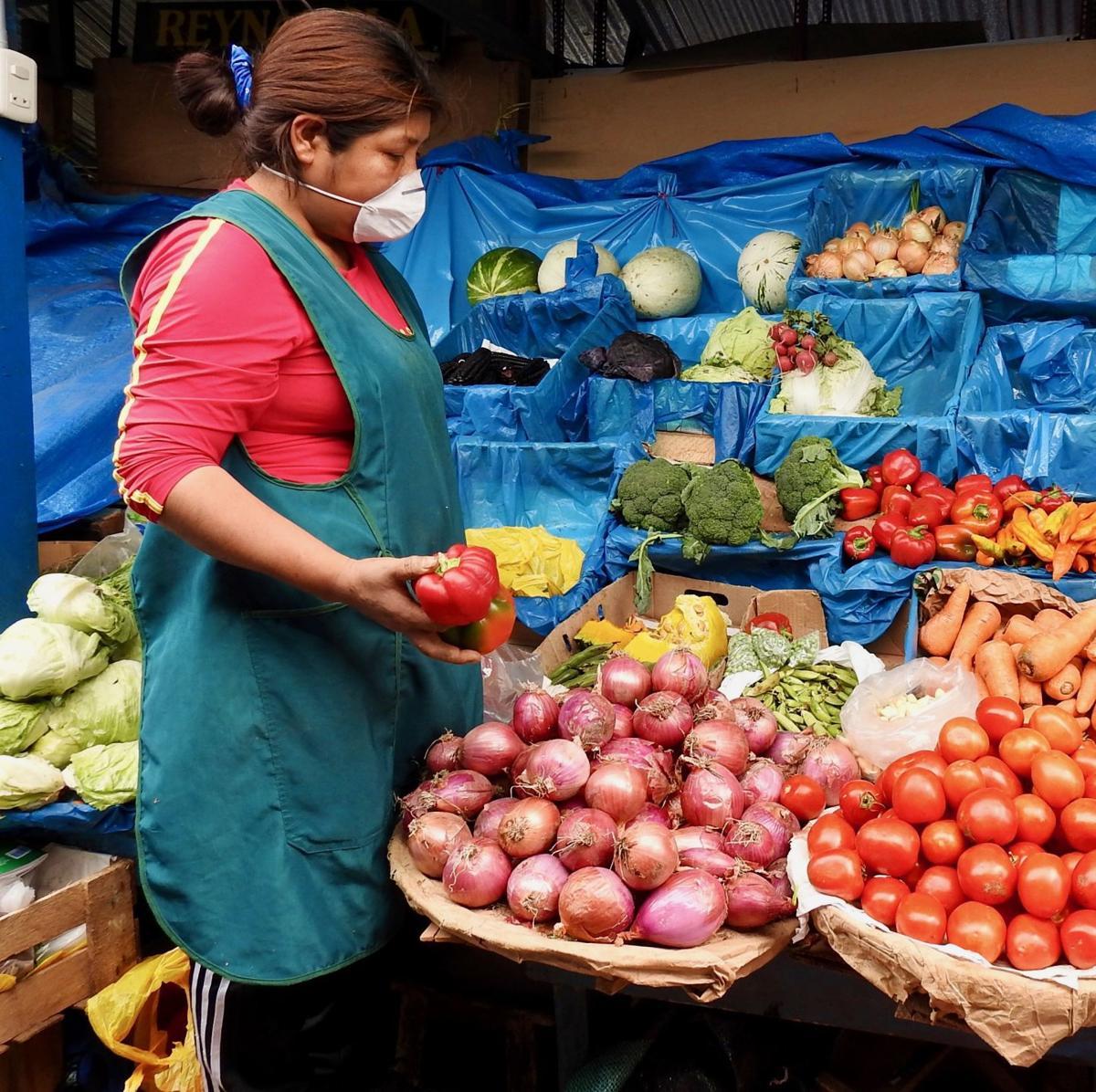 peru market worker