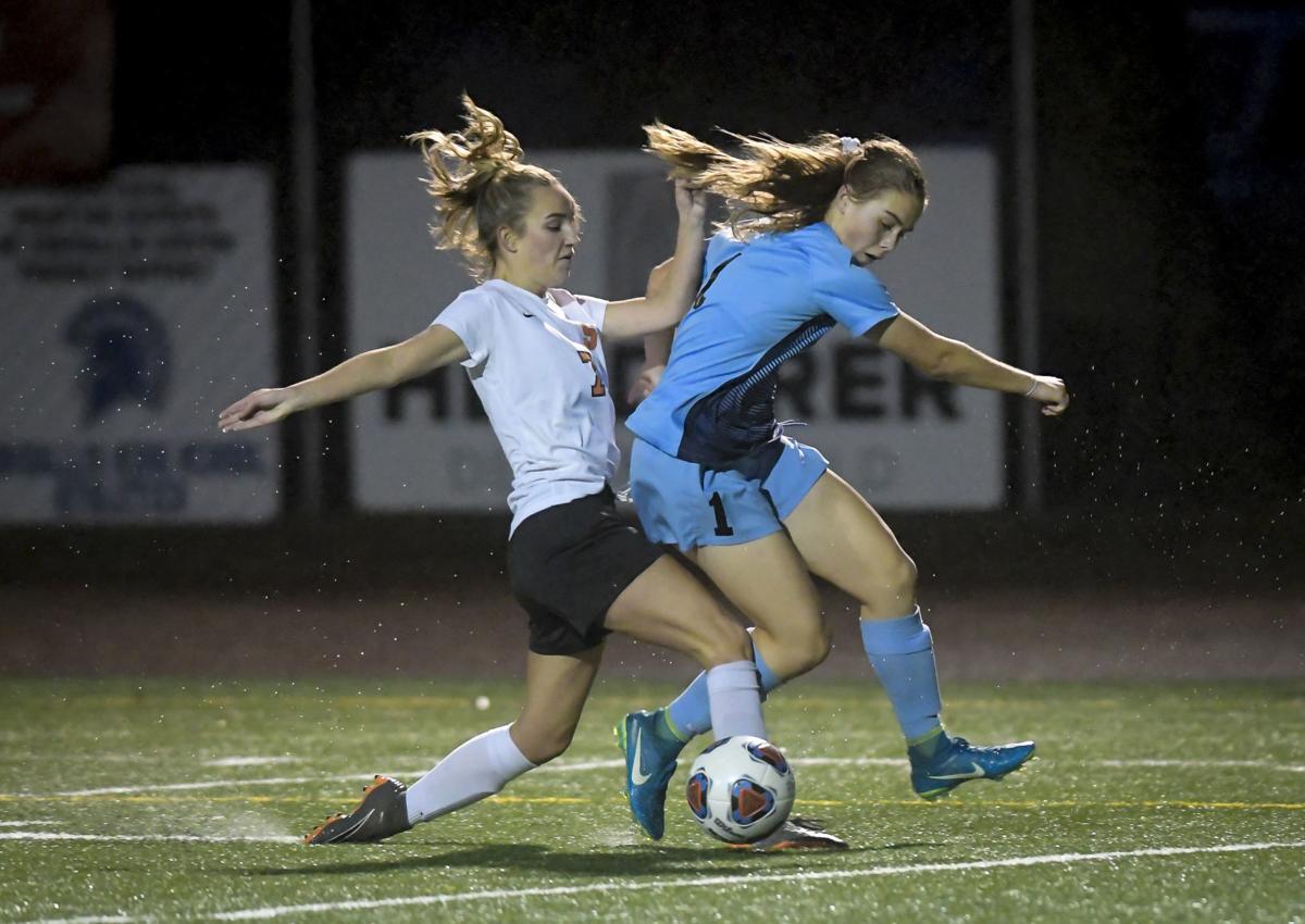 Corvallis vs Scappoose girls soccer 01