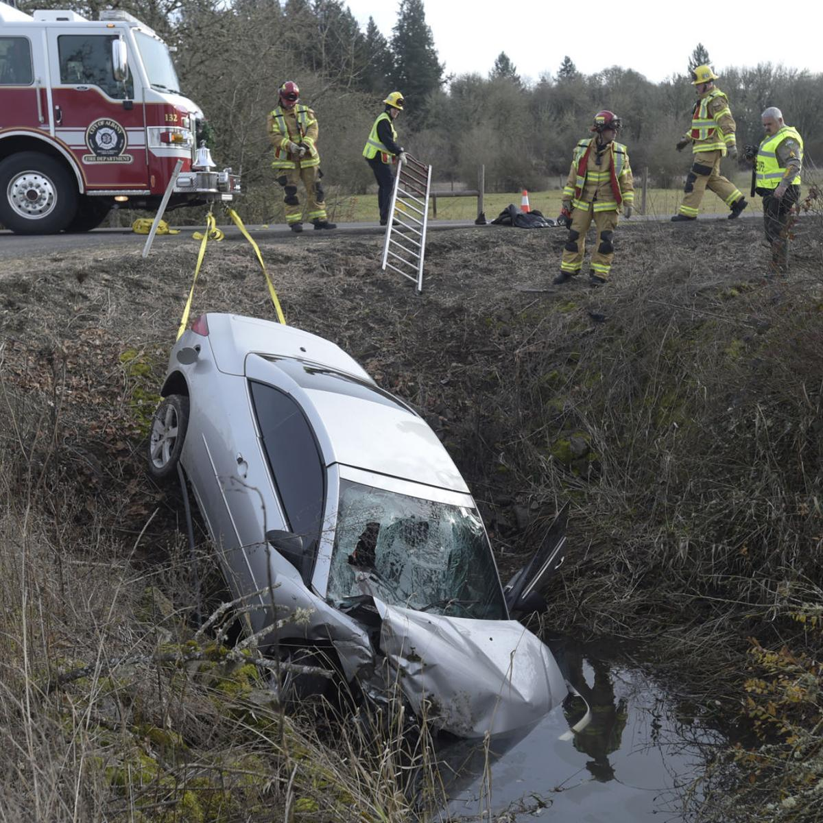 One hurt in Oakville wreck, southwest of Albany