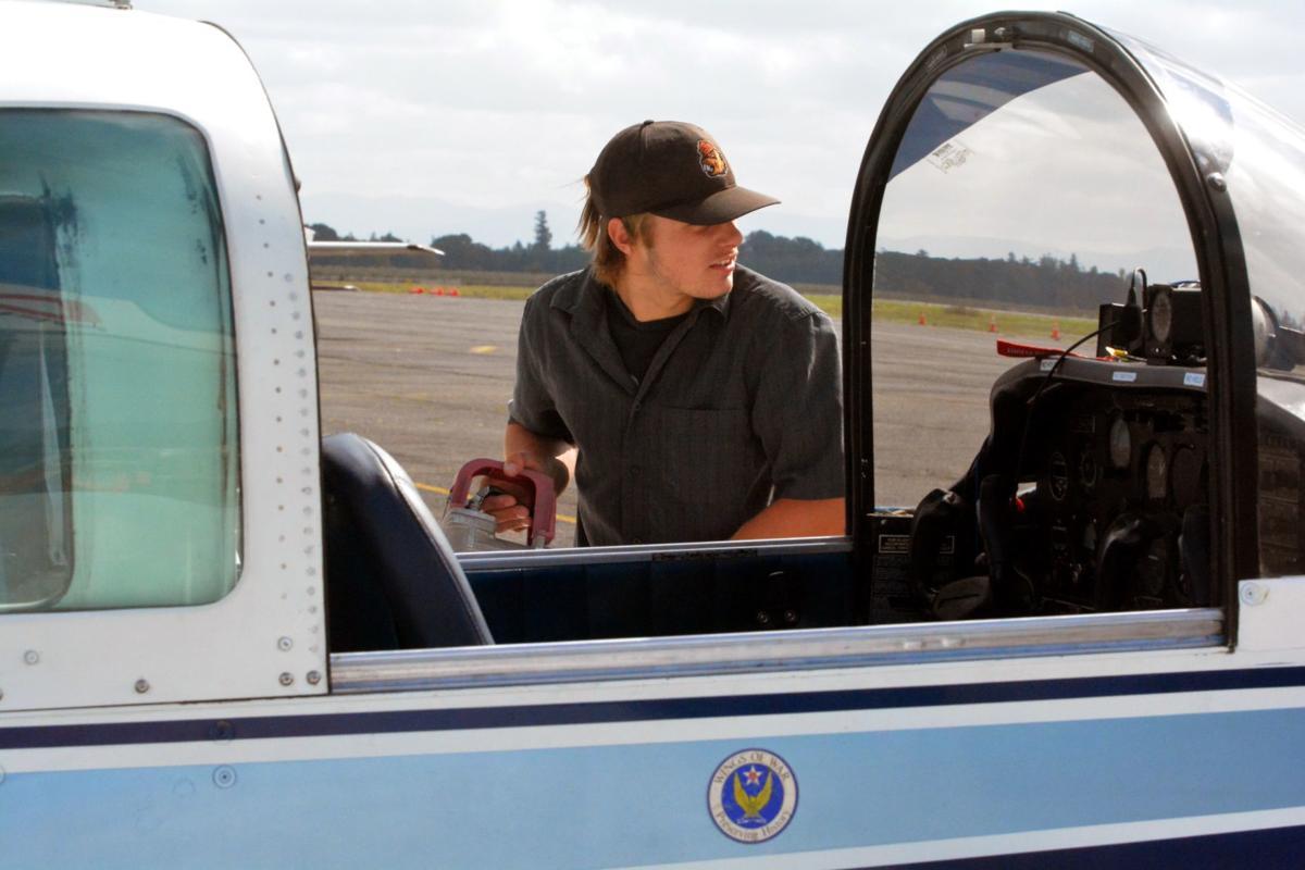Teen pilots: Luc Barnes