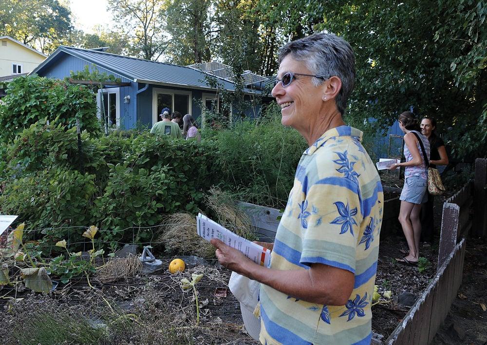 08-28 edible garden2-ac.jpg