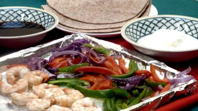 Try the sheet pan dinner trend with these tasty shrimp fajitas