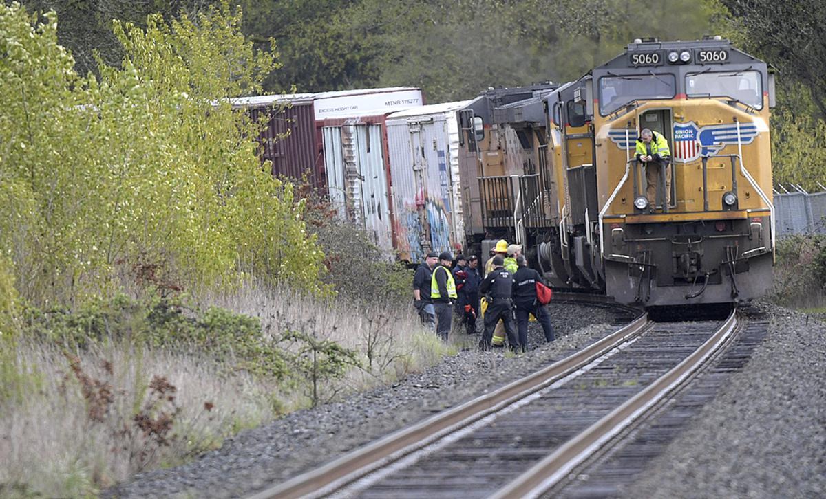 041318-adh-nws-Albany Train fatal-my