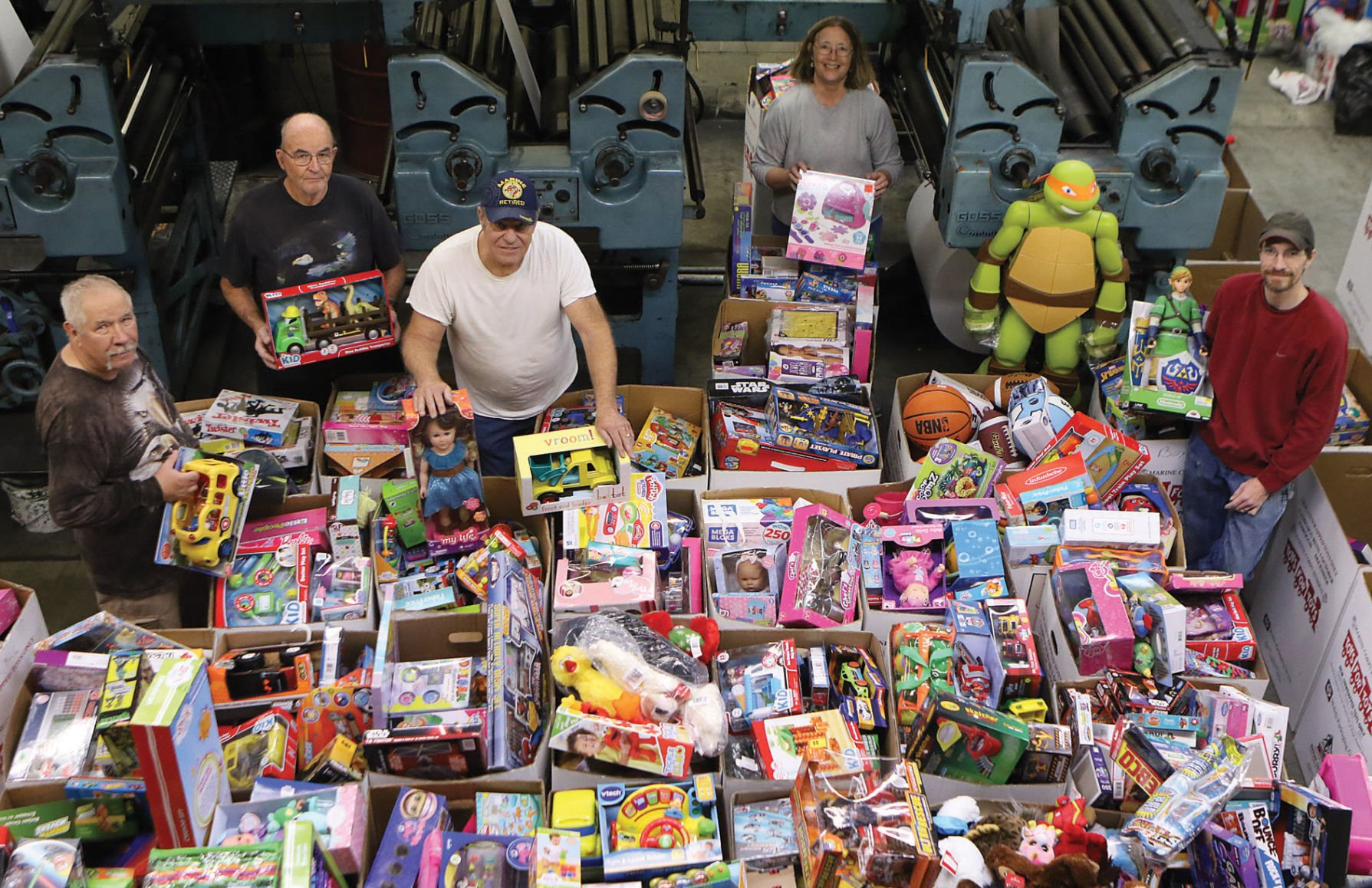 Las Vegas Toys For Tots : Final toys for tots distribution today local news