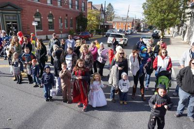 Sign-ups for New Oxford festival, parade available