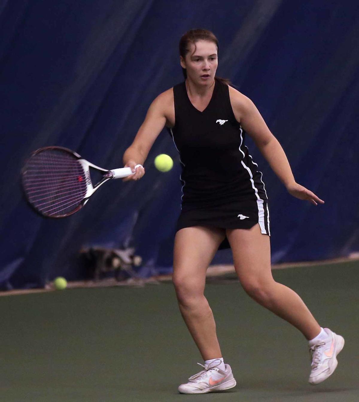 2019_10_03 YAIAA tennis day one Hynson SWHS 2_edited-1.jpg