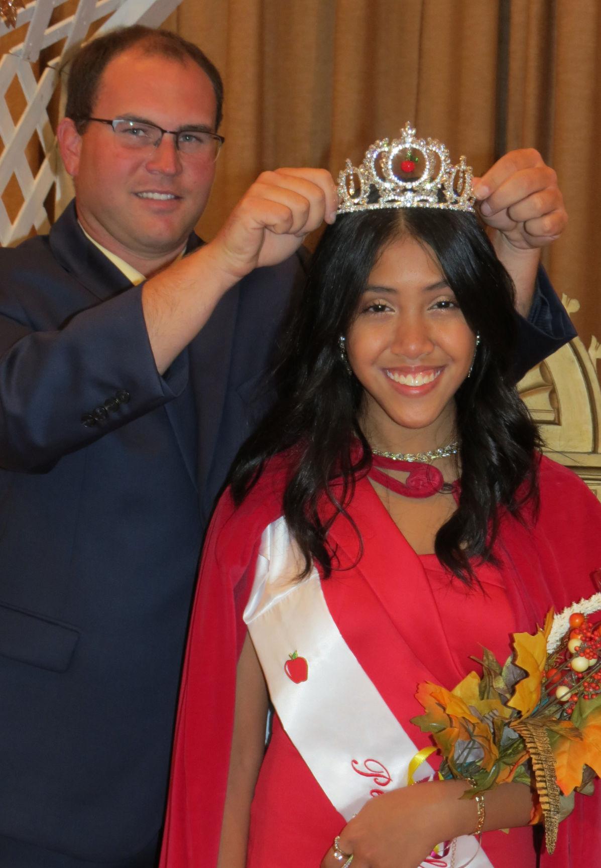 Queen receives crown