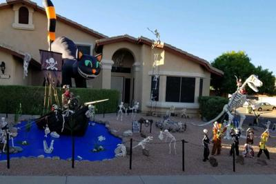 Randy Mitchell Halloween Display Glendale
