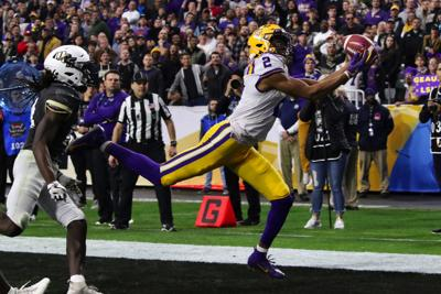 LSU wide receiver Justin Jefferson makes a touchdown catch in the first quarter.