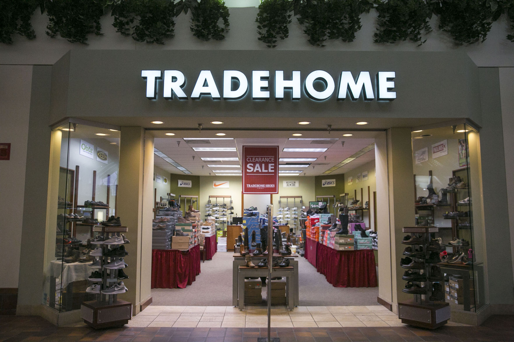 Tradehome Shoes closing store in Mason