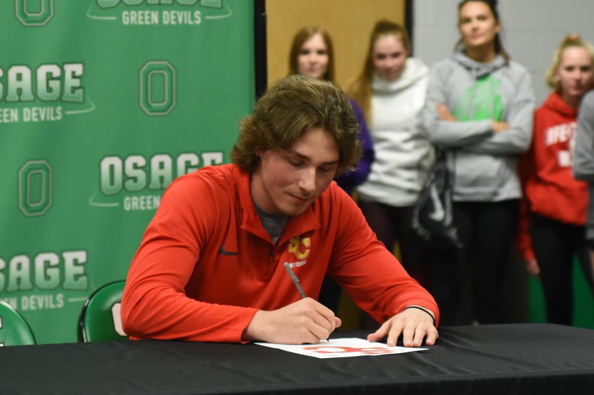 Brett Bobinet signs Letter of Intent