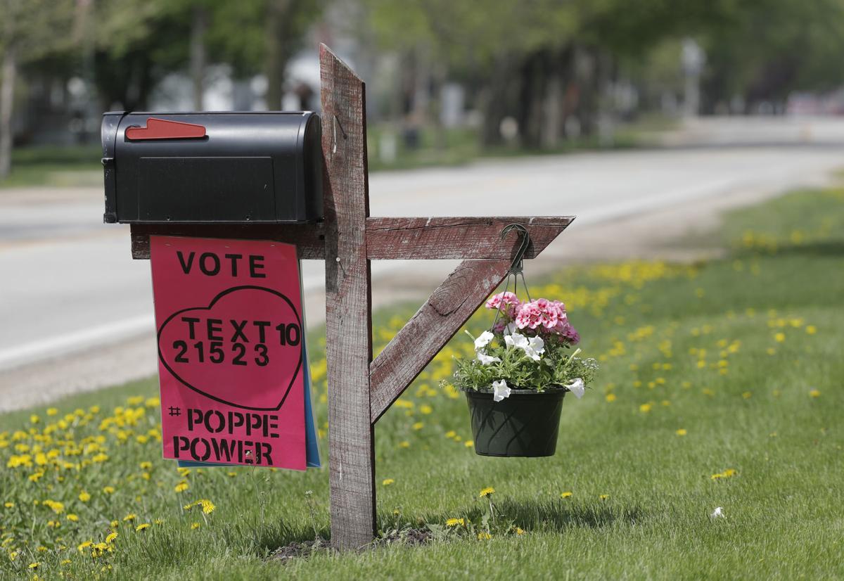 051418mp-Maddie-Poppe-signs-Clarksville-6