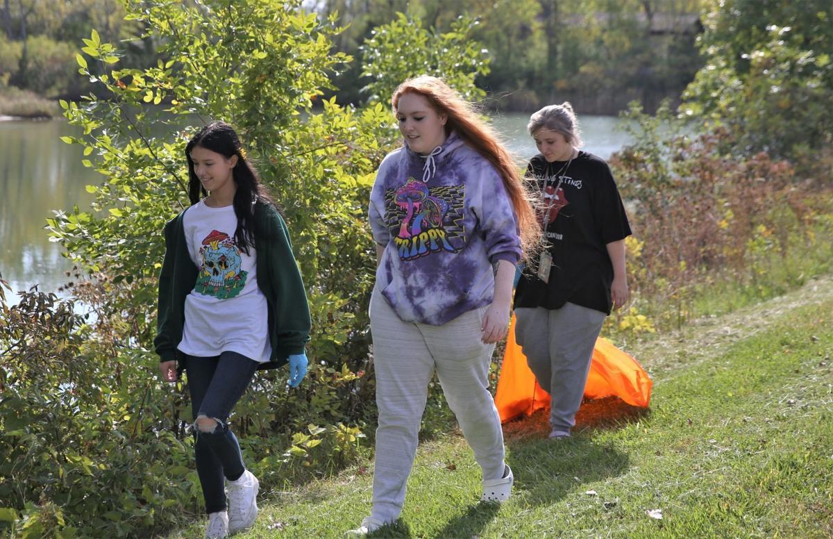 Mason City Alternative High School cleanup at Lester Milligan