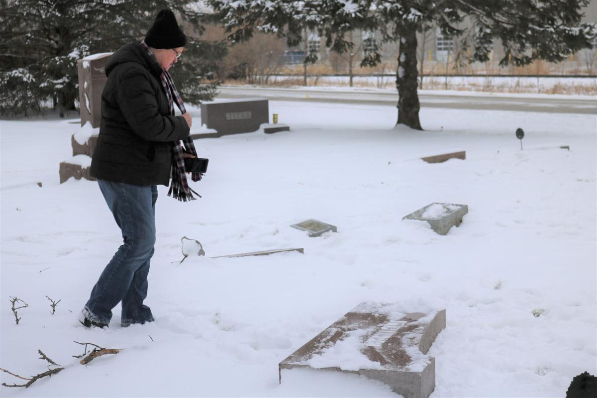 Judy Leerar Hampe Gravestones