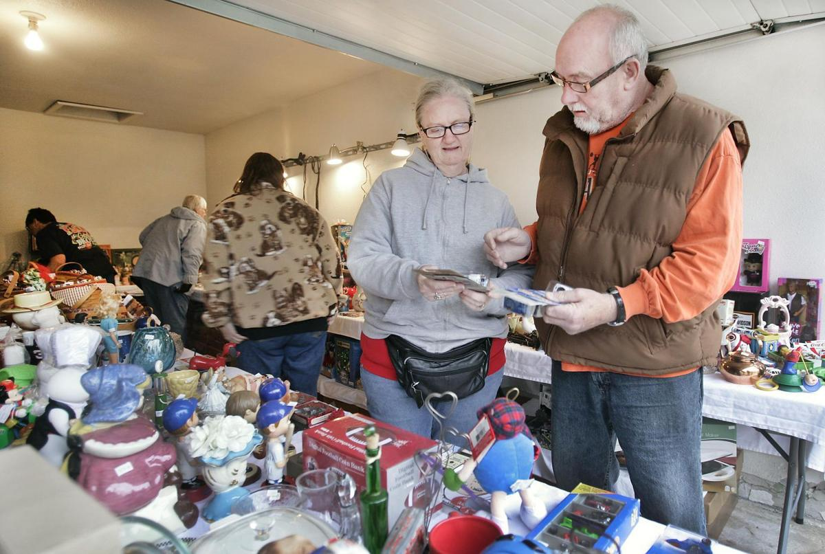 Cold Rainy Weather Doesn T Stop Garage Sales Mason City