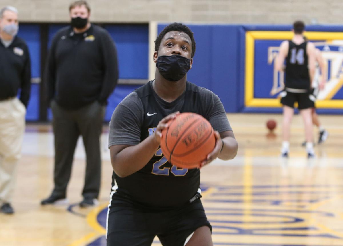 NIACC men's basketball practice - Cranshaw