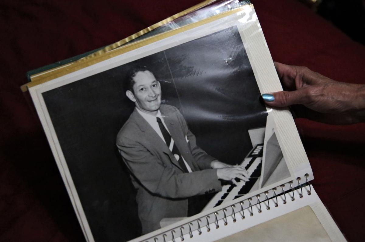 Hob Mason photos - piano