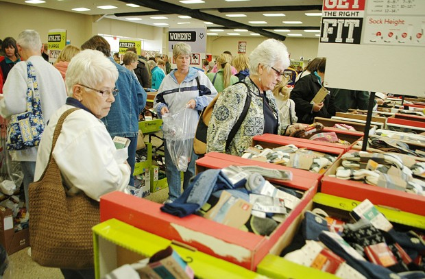 Annual Fox River Sale Brings Huge Crowds To Osage