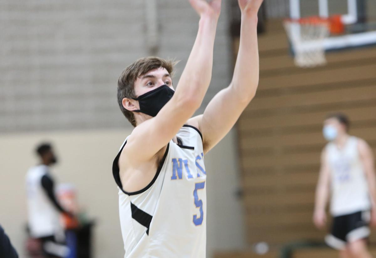 NIACC men's basketball practice - Skogen