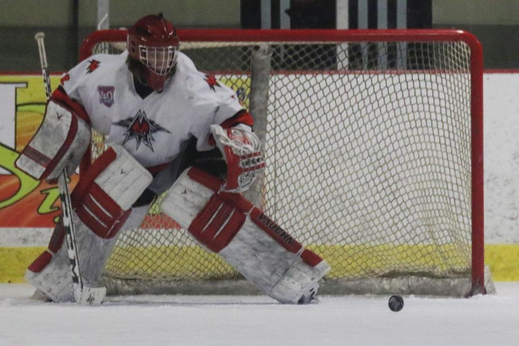 Mohawk Hockey Club Dondlinger Seek To Slow Down Des Moines Capitals